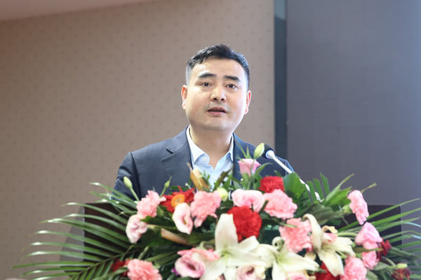 西安建工集团有限公司人力资源部部长岳凯歌 作题为《强化党建引领 决胜脱贫攻坚》的经验交流